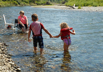 Picture of Carlson kids at the river